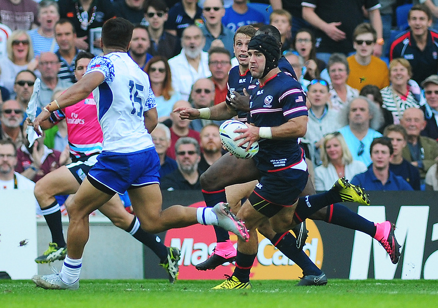 USA's Seamus Kelly under pressure from Samoa's Tim Nanai-Williams<br /> <br /> Photographer Kevin Barnes/CameraSport<br /> <br /> Rugby Union - 2015 Rugby World Cup - Samoa v USA - Sunday 20th September 2015 - Brighton Community Stadium - Falmer - Brighton<br /> <br /> &copy; CameraSport - 43 Linden Ave. Countesthorpe. Leicester. England. LE8 5PG - Tel: +44 (0) 116 277 4147 - admin@camerasport.com - www.camerasport.com