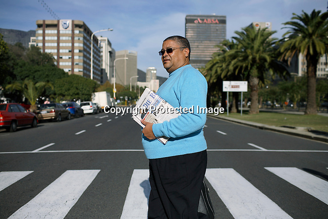 Henry Jeffreys, the editor of the Burger, an Afrikaans newspaper i Cape Town walks to work to their offices in central Cape Town. Photo by: Per-Anders Pettersson/Getty Images for Smithsonian Magazine.