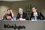 """The left to the right, the director of the Nocturna Film Festival, Luis Rosales, american director John Landis and the editor of the book, Gerardo Santos Bocero during the press conference to present the book """"John Landis. Un Hombre Lobo en Hollywood"""" in Madrid. May 27, 2016. (ALTERPHOTOS/Borja B.Hojas)"""
