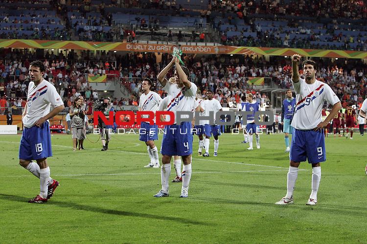 FIFA WM 2006 -  Round of Sixteen - / Viertelfinale <br /> Play     #52 (25-Jun) - Portugal vs Niederlande ( Holland ) 1:0<br /> <br /> <br /> Ruud van Nistelrooij mit ausgestrecktem Arm und geballter faust in Richtung Fans nach der Niederlage hier mit Mark van Bommel (li) und  Joris Mathijsen<br /> <br /> <br /> Foto &copy; nordphoto
