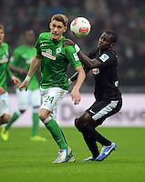 FUSSBALL   1. BUNDESLIGA   SAISON 2012/2013    22. SPIELTAG SV Werder Bremen - SC Freiburg                                16.02.2013 Nils Petersen (li, SV Werder Bremen) gegen Fallou Diagne (re, SC Freiburg)