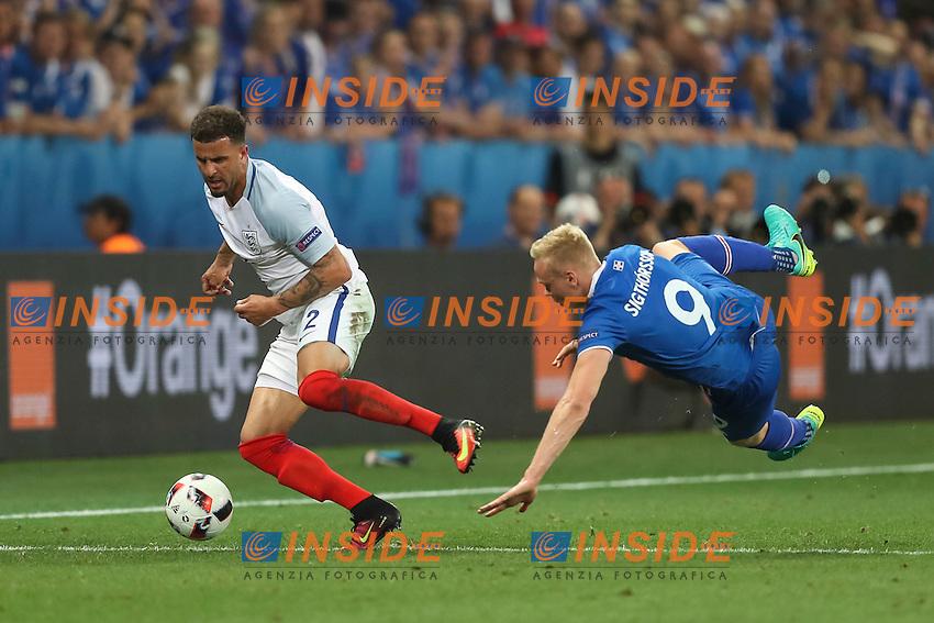 Kyle Walker of England is tackled by Kolbeinn Sigthorsson of Iceland <br /> Nice 27-06-2016 Stade de Nice <br /> Football Euro2016 England - Iceland / Inghilterra - Islanda Round of 16 / Ottavi di finale Foto Daniel Chesterton / Phc / Insidefoto
