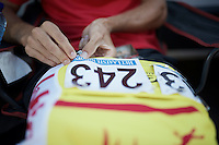 pinning the race number on<br /> <br /> 55th Vlaamse Druivenkoers 2015