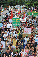 SAO PAULO-SP) 26 DE JANEIRO 2013 CIDADES -COTIDIANO- SP - PROTESTO IPTU. Moradores de Guarulhos realizao um protesto na Av Paulo Faccini contra o aumento abusivo do IPTU. FOTO: ADRIANO LIMA / BRAZIL PHOTO PRESS).