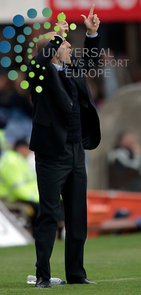 Dundee manager Alex Rae holds his hans high after his team scores during the Dundee v Dunfermline at Dens Park Stadium..Pic: Maurice McDonald/Universal News. 15/Sep/2007..