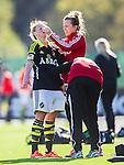 V&auml;llingby 2015-05-09 Fotboll Damallsvenskan AIK - Kristianstads DFF  :  <br /> AIK:s Madeleine Rohr har skadat sig och f&aring;r hj&auml;lp av AIK:s sjukv&aring;rdare under matchen mellan AIK och Kristianstads DFF  <br /> (Foto: Kenta J&ouml;nsson) Nyckelord:  Fotboll Dam Damer Damallsvenskan AIK Gnaget Kristianstad Grimsta skada skadan ont sm&auml;rta injury pain depp besviken besvikelse sorg ledsen deppig nedst&auml;md uppgiven sad disappointment disappointed dejected