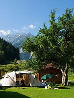 CHE, SCHWEIZ, Kanton Bern, Berner Oberland, Wyler (Wiler) im Gadmental: Campingplatz | CHE, Switzerland, Bern Canton, Bernese Oberland, Wyler (Wiler) at Gadmen Valley: Campground