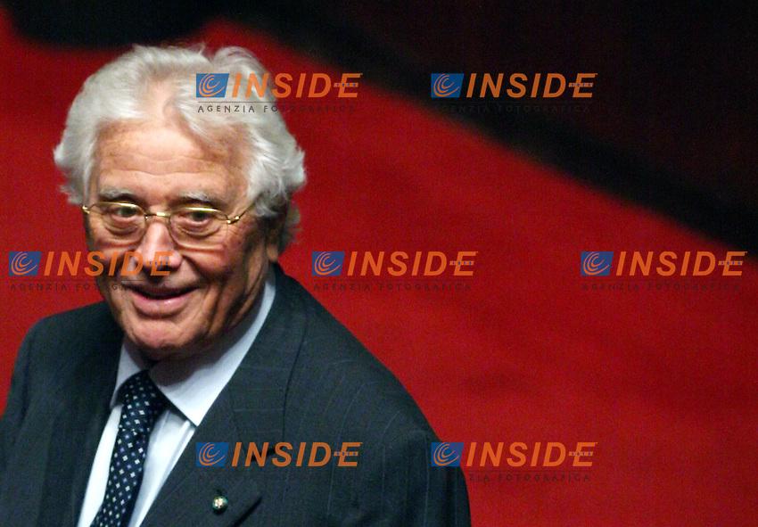 Roma 14-11-2006 Senato:Votazione sul Decreto Fiscale<br /> Nella foto il senatore del centro sinistra Luigi Pallaro<br /> Photo Serena Cremaschi Inside (www.insidefoto.com)