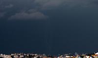 SAO PAULO, SP - 08.01.2019 - CLIMA-SP - Raios são registrados na região da Vila Andrade, zona sul da cidade de São Paulo na tarde desta terça-feira (08).<br /> <br /> (Foto: Fabricio Bomjardim / Brazil Photo Press)