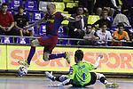 EL FC Barcelona Alusport es clasifica per la final de la Copa del Rei despres de guanyar el partit de tornada de la semifinal 6-1 contra el Azkar Lugo. A la foto Javi Rodriguez salta per sobre la sortida d'Oscar