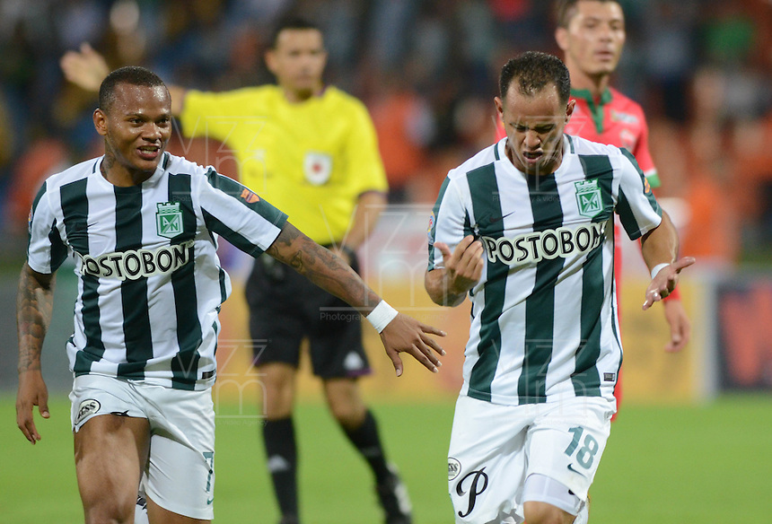 MEDELLÍN -COLOMBIA-26-02-2015. Alejandro Guerra (Der) jugador de Atlético Nacional celebra un gol anotado a Patriotas FC durante partido por la fecha 6 de la Liga Aguila I 2015 jugado en el estadio Atanasio Girardot de la ciudad de Medellín./ Alejandro Guerra (R) player of Atletico Nacional celebrates a goal scored to Patriotas FC during the match for the  6th date of the Aguila League I 2015 at Atanasio Girardot stadium in Medellin city. Photo: VizzorImage/León Monsalve/STR