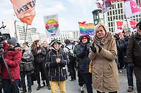 """Anlaesslich des internationalen Aktionstag gegen Rassismus und rechte Parteien demonstrierten am Samstag den 17. Maerz 2018 mehrere hundert Menschen in Berlin mit einem """"Marsch gegen Rassismus"""" unter dem Motto """"Refugees Welcome! Stoppt die AfD!"""".<br /> Unterstuetzt wurde der Marsch gegen Rassismus von verschiedenen antirassistischen Gruppe, linken Parteien und dem Zentralrat der Muslime in Deutschland.<br /> Rechts im Bild: Gesine Loetzsch, stellvertretende Fraktionsvorsitzende der Linkspartei im Deutschen Bundestag.<br /> 17.3.2018, Berlin<br /> Copyright: Christian-Ditsch.de<br /> [Inhaltsveraendernde Manipulation des Fotos nur nach ausdruecklicher Genehmigung des Fotografen. Vereinbarungen ueber Abtretung von Persoenlichkeitsrechten/Model Release der abgebildeten Person/Personen liegen nicht vor. NO MODEL RELEASE! Nur fuer Redaktionelle Zwecke. Don't publish without copyright Christian-Ditsch.de, Veroeffentlichung nur mit Fotografennennung, sowie gegen Honorar, MwSt. und Beleg. Konto: I N G - D i B a, IBAN DE58500105175400192269, BIC INGDDEFFXXX, Kontakt: post@christian-ditsch.de<br /> Bei der Bearbeitung der Dateiinformationen darf die Urheberkennzeichnung in den EXIF- und  IPTC-Daten nicht entfernt werden, diese sind in digitalen Medien nach §95c UrhG rechtlich geschuetzt. Der Urhebervermerk wird gemaess §13 UrhG verlangt.]"""