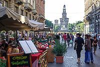 Milano, zona centro, via Dante. Un ristorante bar e la Torre del Filarete del Castello Sforzesco sullo sfondo --- Milan, downtown, Dante street. A bar restaurant and the Filarete tower of the Sforza Castle on the background