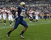 November 08, 2008: Pitt running back LeSean McCoy scores on a 11-yard touchdown run. The Pitt Panthers defeated the Louisville Cardinals 41-7 on November 08, 2008 at Heinz Field, Pittsburgh, Pennsylvania.