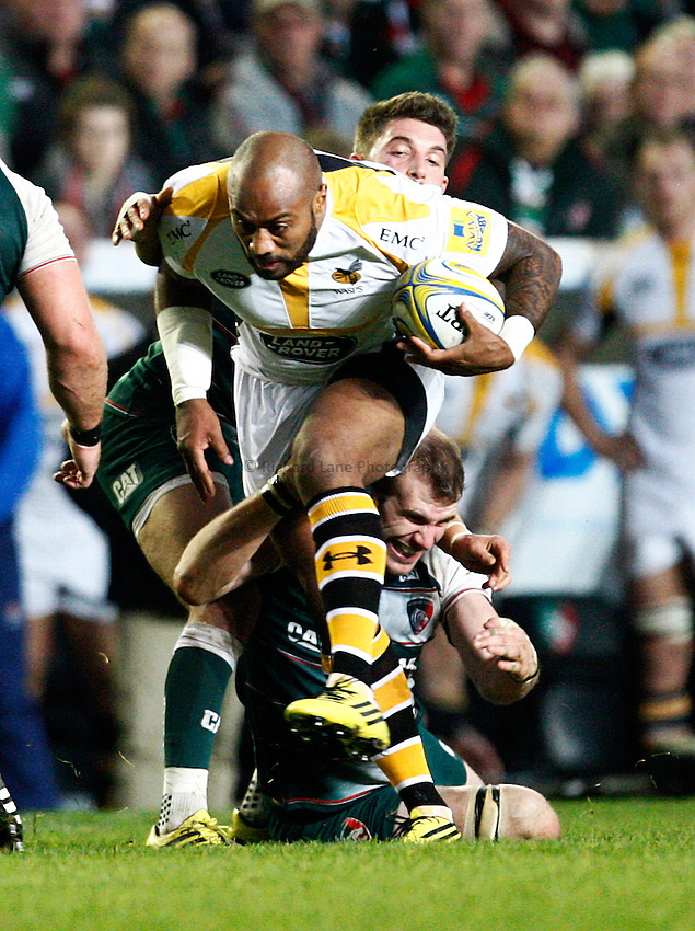 Photo: Richard Lane/Richard Lane Photography. Leicester Tigers  v Wasps. Aviva Premiership. 01/11/2015.  Wasps' Sailosi Tagicakibau attacks.