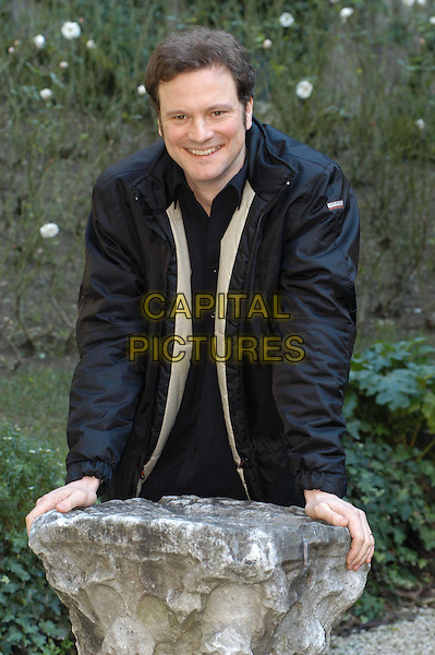 COLIN FIRTH.3 December 2003.leaning, half length, half-length.www.capitalpictures.com.sales@capitalpictures.com.© Capital Pictures