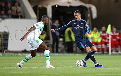 06.04.2016. Wolfsburg, Geramny. UEFA Champions League quarterfinal. VfL Wolfsburg versus Real Madrid.   Josuha Guilavogui (VfL Wolfsburg) covers Cristiano Ronaldo (Real Madrid)