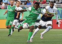 HEMPSTEAD - USA. 13-07-2016: Lucky Mkosana (Izq) jugador del New York Cosmos disputa el balón con Antony Wallace (Der) jugador de Jacksonville Armada FC durante partido por la temporada de otoño 2016 de la North American Soccer League (NASL) jugado en el estadio James M. Shuart Stadium de la ciudad de Hempstead, NY./ Lucky Mkosana (L) player of New York Cosmos vies for the ball with Antony Wallace (R) player of Jacksonville Armada FC during match for the fall season 2016 of the  North American Soccer League (NASL) played at James M. Shuart Stadium in Hempstead, NY. Photo: VizzorImage/ Gabriel Aponte / Staff