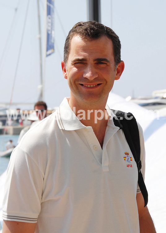 **ALL ROUND PICTURES FROM SOLARPIX.COM**.SYNDICATION RIGHTS FOR UK, CANADA, USA, SOUTH AFRICA, SOUTH AMERICA, DUBAI, AUSTRALIA, NEW ZEALAND, GREECE, ASIA.Prince Felipe arrived in Palma de Mallorca on Friday, to start he's participation in the sailing Ragatta sponsored by Breitling,while everyone was still waiting for the arrival of Princess Letizia with Leonor and Sofía..JOB REF:4361- SPA     DATE:20-07_07.**MUST CREDIT SOLARPIX.COM OR DOUBLE FEE WILL BE CHARGED* *UNDER NO CIRCUMSTANCES IS THIS IMAGE TO BE REPRODUCED FOR ANY ONLINE EDITION WITHOUT PRIOR PERMISSION*
