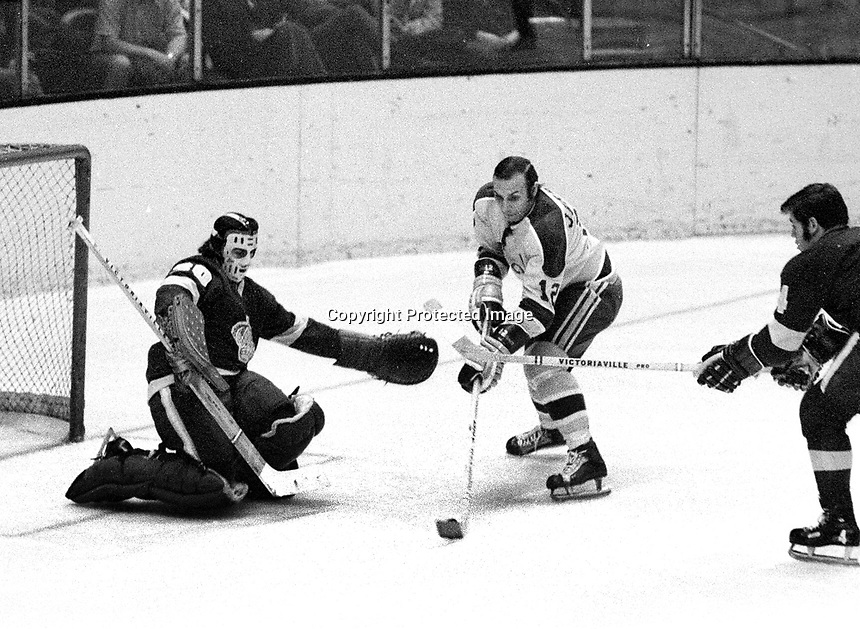 Seals Gary Jarrett scores against goalie Roy Edwards (1971 photo/Ron Riesterer)