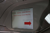SAO PAULO, SP, 23.09.2013 - AGENDA GERALDO ALCKMIN - <br /> O governador de Sao Paulo Geraldo Alckmin faz trajeto de trem até a estação Júlio Prestes apos assinatura da ordem de serviço para o início das obras de implantação da Linha 13-Jade, que ligará a capital ao aeroporto internacional de Guarulhos, e da extensão da Linha 9-Esmeralda até Varginha, extremo Sul da Capital, ambas da CPTM (Companhia Paulista de Trens Metropolitanos).Na ocasião, o governador também faz a entrega dos últimos seis trens da série 8000 para a Linha 8-Diamante, completando o lote de 36 trens adquiridos por meio de PPP  Parceria Público Privada. Ato realizado na Estacao Palmeiras-Barra Funda regiao oeste de Sao Paulo nesta segunda-feira, 23. (Foto: Vanessa Carvalho / Brazil Photo Press).