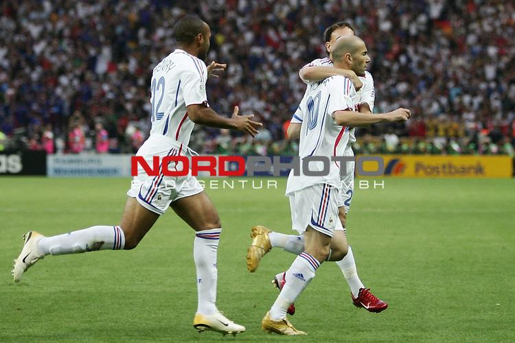 FIFA WM 2006 - Final / Finale<br /> <br /> Play #64 (09-Jul) - Italy vs France.<br /> <br /> Jubel 0:1 ZIDANE Zinedine<br /> <br /> <br /> Feature<br /> <br /> <br /> Foto &copy; nordphoto