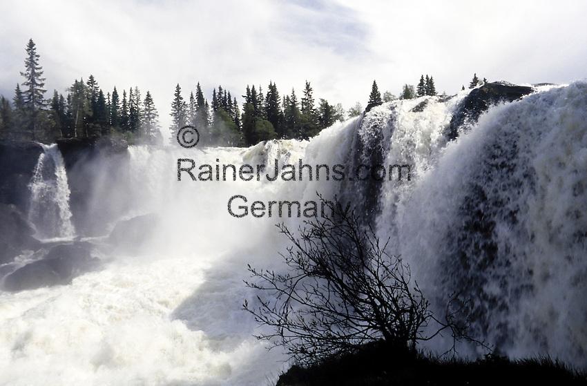Sweden, Jaemtland, waterfall Ristafallet | Schweden, Jaemtland, Wasserfall Ristafallet