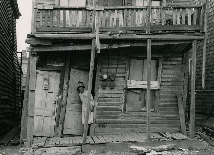 UNDATED..Redevelopment.Project#1 (UR1-1)..Young Park area.Slum Conditions..Ann Zane.NEG#.NRHA# 364..