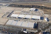 4415/CTA: EUROPA, DEUTSCHLAND, HAMBURG  22.01.2006 Ausbau CTA, Container Terminal Altenwerder..Ausbau weiterer Logistik Firmen..Auf einer Fläche von ca. 57 ha wird hafengebundenem Gewerbe die Moeglichkeit gegeben, sich in enger Nachbarschaft zum Containerterminal neu anzusiedeln. Die Flaeche steht der gesamten Bandbreite logistischer Dienstleistungen zur Verfügung. In enger Verknuepfung von seeseitigen Umschlag und dem Weitertransport werden alle Taetigkeiten an der Ware moeglich sein: lagern, umpacken, neukonfektionieren gehoert ebenso dazu wie das Erledigen der Zollformalitaeten, Beseitigung von Transportschaeden etc...   .. ..click - vergrössern. . .Durch einen optimalen Anschluss an das vorhandene Schienennetz und die Autobahn können die Waren schnell und präzise weitertransportiert oder zur Verschiffung gebracht werden. Die Vielfalt der Verkehrsanbindunge. .