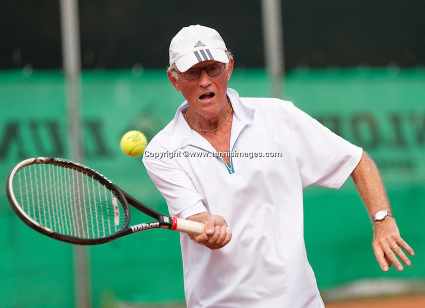 Netherlands, Amstelveen, August 21, 2015, Tennis,  National Veteran Championships, NVK, TV de Kegel,  Men's 75+ Peter Buter<br /> Photo: Tennisimages/Henk Koster