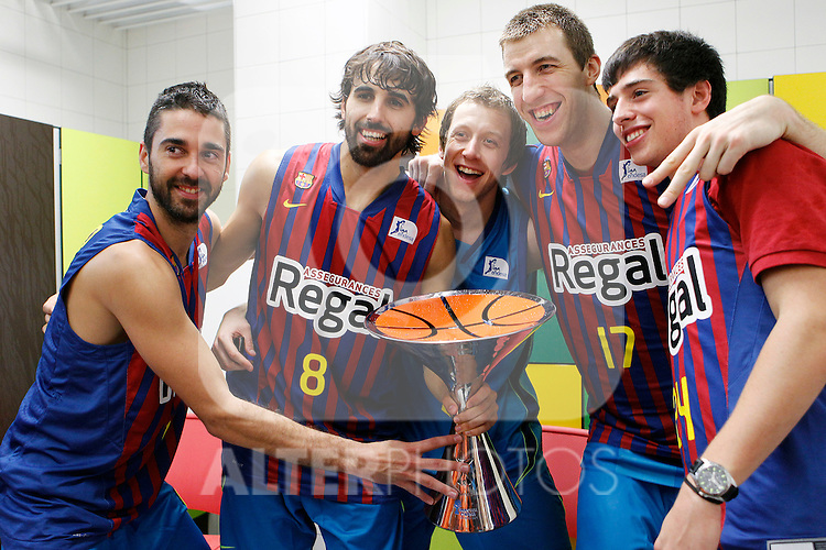 FC Barcelona Regal's Juan Carlos Navarro, Victor Sada, Joe Ingles, Fran Vazquez and Josep Perez celebrates the victory during Supercopa ACB Final match.October 1,2011. (ALTERPHOTOS/Acero)