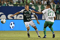 PALMIRA - COLOMBIA, 26-05-2019: Carlos Mario Rodriguez del Cali disputa el balón con Sebastian Gomez de Nacional durante partido entre Deportivo Cali y Atlético Nacional por la fecha 4, cuadrangulares semifinales, de la Liga Águila I 2019 jugado en el estadio Deportivo Cali de la ciudad de Palmira. / Carlos Mario Rodriguez of Cali vies for the ball with Sebastian Gomez of Nacional during match between Deportivo Cali and Atletico Nacional for the date 4, semifinal quadrangulars, as part Aguila League I 2019 played at Deportivo Cali stadium in Palmira city.  Photo: VizzorImage / Gabriel Aponte / Staff