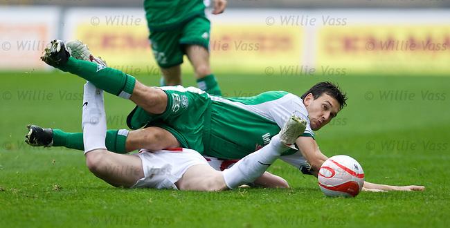 Ian Murray tackles James McCarthy