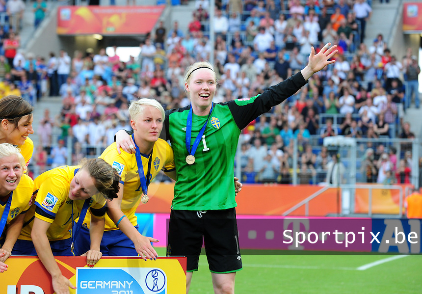 Fifa Women's World Cup Germany 2011 : France - Sweden  at Sinsheim : vreugde bij doelvrouw Hedvig Lindahl en Nilla Fischer.foto DAVID CATRY / Vrouwenteam.be