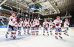 Stockholm 2014-09-11 Ishockey Hockeyallsvenskan AIK - S&ouml;dert&auml;lje SK :  <br /> S&ouml;dert&auml;ljes spelare jublar med sina supportrar efter matchen<br /> (Foto: Kenta J&ouml;nsson) Nyckelord:  AIK Gnaget Hockeyallsvenskan Allsvenskan Hovet Johanneshovs Isstadion S&ouml;dert&auml;lje SK SSK jubel gl&auml;dje lycka glad happy