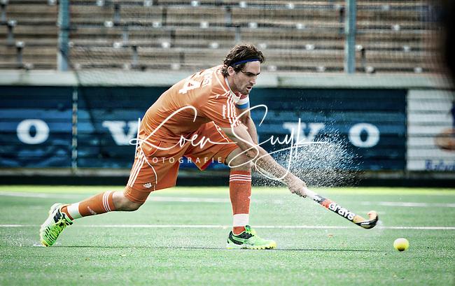 AMSTELVEEN - Neth. -  Robert van der Horst  tijdens de interland wedstrijd tussen de mannen van Nederland en Frankrijk (8-1), ter voorbereiding van het EK . COPYRIGHT KOEN SUYK