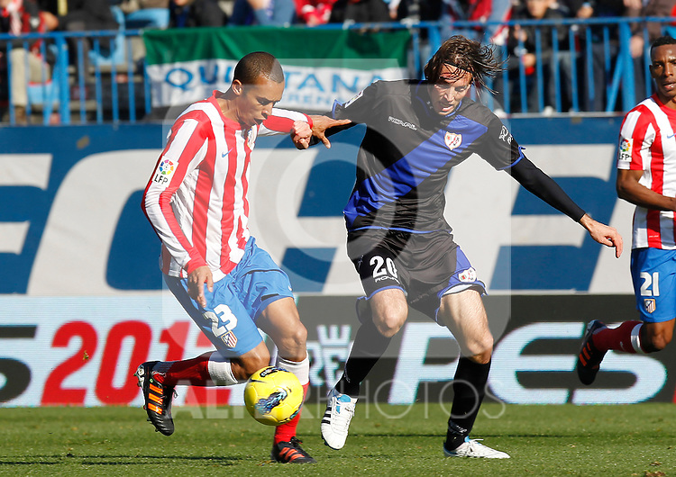 Madrid (04/12/2011).- Estadio Vicente Calderon..LIGA BBVA 15ª Jornada.Atletico de Madrid - Rayo Vallecano..Miranda, Michu.......