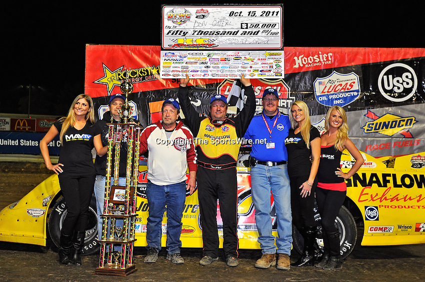 Oct 15, 2011; 11:43:06 PM; Chillicothe, OH ., USA; The 31st Annual U.S. Steel Dirt Track World Championship presented by Sunoco at K-C Raceway, a $50,000-to-win event on the Lucas Oil Late Model Dirt Series.  Mandatory Credit: (thesportswire.net)