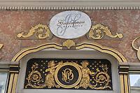 Europe/France/Ile deFrance/78/Yvelines/Versailles: Détail de la façade 1880 de la patisserie Galupeau 44 rue de la Paroisse