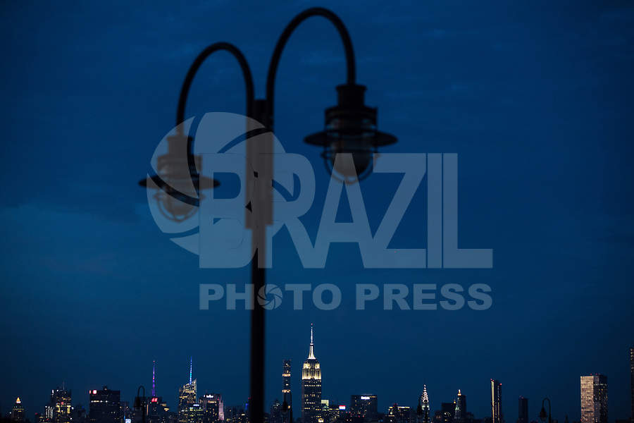 NEW YORK, EUA, 06.08.2017 - ONE WORLD-NEW YORK - Vista do Empire State Building na cidade de New York nos Estados Unidos na noite deste domingo, 06. (Foto: William Volcov/Brazil Photo Press)