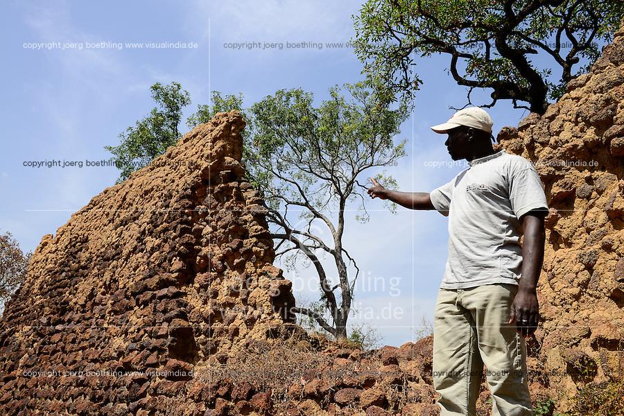 BURKINA FASO, Province Poni, Gaoua, ruins of Loropeni date back to the 11th century AD, since 2009 UNESCO world heritage site / Ruinen von Loropeni, seit 2009 UNESCO Welterbe, Guide OMAROU