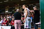 S&ouml;dert&auml;lje 2014-04-22 Basket SM-Semifinal 7 S&ouml;dert&auml;lje Kings - Uppsala Basket :  <br /> Uppsalas Rickard Eriksson har skadat sig i b&ouml;rjan av matchen och tittas till av Uppsala Basket sjukv&aring;rdare<br /> (Foto: Kenta J&ouml;nsson) Nyckelord:  S&ouml;dert&auml;lje Kings SBBK Uppsala Basket SM Semifinal Semi T&auml;ljehallen skada skadan ont sm&auml;rta injury pain