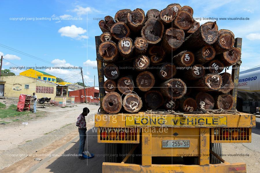 MOZAMBIQUE, Beira Corrodor, timber trade of chinese companies for export to China, truck transport of logged trees from Tete province to harbor Beira / MOSAMBIK, Beira Korridor, Holzhandel von chinesischen Firmen fuer Export nach China, LKW Transport von Baumstaemmen aus der Provinz Tete zum Hafen Beira, Kahlschlag in Mosambik, taeglich kommen hunderte Lastwagen mit Holz in Beira an