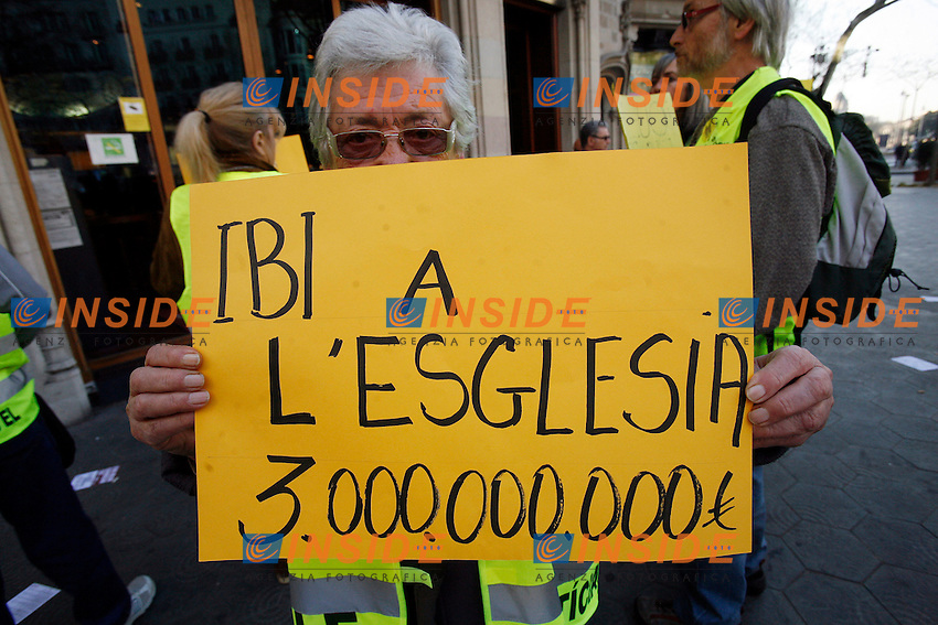 ..Barcellona 29/03/2012 Sciopero generale e Manifestazione. I lavoratori sono scesi in piazza per protestare contro la riforma del Lavoro che il Governo porter in Parlamento venerdi', dove ci sono pesanti tagli per risparmiare milioni di Euro.....People hold signs as Spanish unions hold a general strike to protest against labour reforms the government plans to unveil measures on Friday to save tens of billions of euros. Road, rail and air transport were all affected with domestic and European flights cut to a fraction, Barcelona, 29 March 2012. PHOTO Paco Serinelli /Anatomica Press / Insidefoto..ITALY ONLY