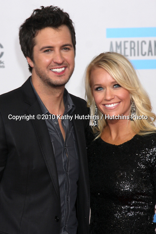 LOS ANGELES - NOV 21:  Luke Bryan  arrives at the 2010 American Music Awards at Nokia Theater on November 21, 2010 in Los Angeles, CA