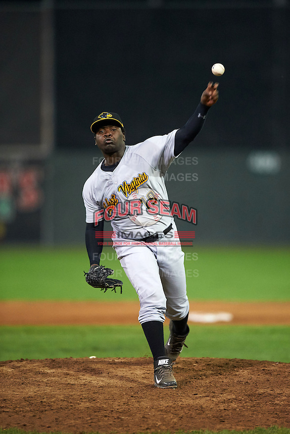 West Virginia Black Bears pitcher Cesilio Pimentel (19) delivers a pitch during a game against the Batavia Muckdogs on August 31, 2015 at Dwyer Stadium in Batavia, New York.  Batavia defeated West Virginia 5-4.  (Mike Janes/Four Seam Images)