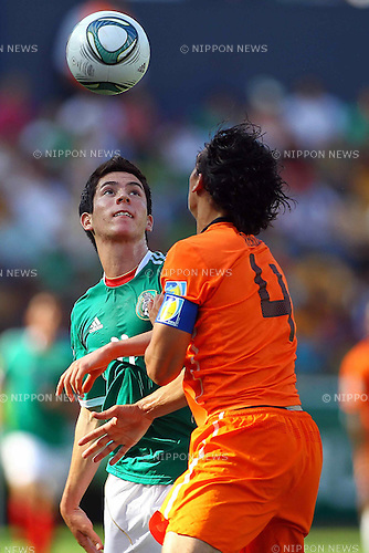Marco Bueno (MEX), Karim Rekik (NED), JUNE 24, 2011 - Football : 2011 FIFA U-17 World Cup Mexico Group A match between Mexico 3-2 Netherlands at Estadio Universitario in Monterrey, Mexico. (Photo by MEXSPORT/AFLO)