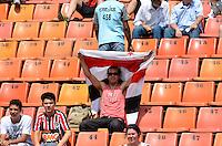 ATENÇÃO EDITOR: FOTO EMBARGADA PARA VEÍCULOS INTERNACIONAIS - SÃO PAULO, SP, 02 DE DEZEMBRO DE 2012 - CAMPEONATO BRASILEIRO - SÃO PAULO x CORINTHIANS: Movimentação de torcedores no estádio do Pacaembu antes da partida São Paulo x Corinthians válida pela 38ª rodada do Campeonato Brasileiro de 2012 no Estádio do Pacaembu. FOTO: LEVI BIANCO - BRAZIL PHOTO PRESS