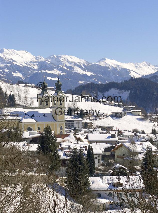Austria, Tyrol, Wintersport resort Hopfgarten at Brixen Valley with parish church | Oesterreich, Tirol, Wintersportort Hopfgarten im Brixental mit Pfarrkirche
