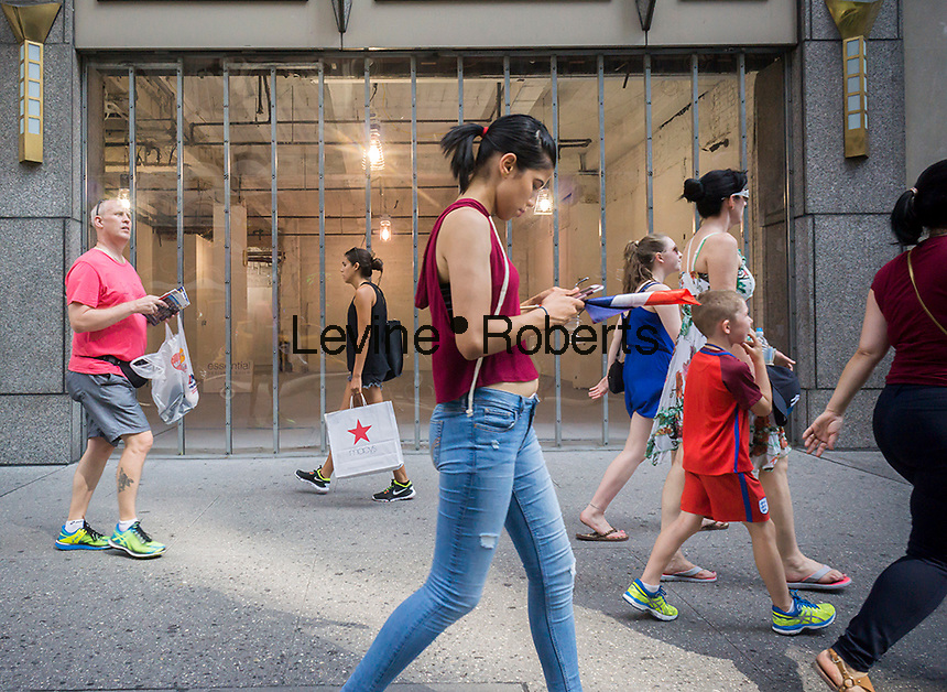 A vacant retail space on Fifth Avenue in New York on Sunday, August 14, 2015. ( © Richard B. Levine)